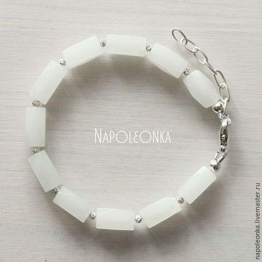браслет из белого нефрита, нефрит натуральный, натуральный нефрит, камень нефрит, белый нефрит, нефрит белый, нефритовый браслет, белый камень, нефрит украшения, нефрит браслет, браслет серебро камни