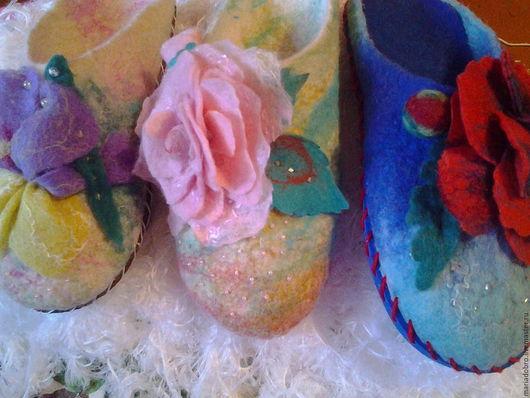 Обувь ручной работы. Ярмарка Мастеров - ручная работа. Купить тапочки розовые розы. Handmade. Подарок девушке, тапочки из войлока