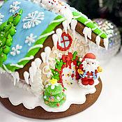 Подарки к праздникам ручной работы. Ярмарка Мастеров - ручная работа Пряничный домик Глазированный с ёлкой на крыше. Handmade.