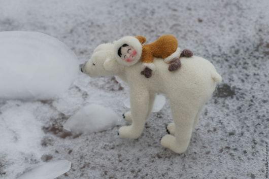 Миниатюра ручной работы. Ярмарка Мастеров - ручная работа. Купить Малыш эскимосик и его медведь. Handmade. Белый, подарок