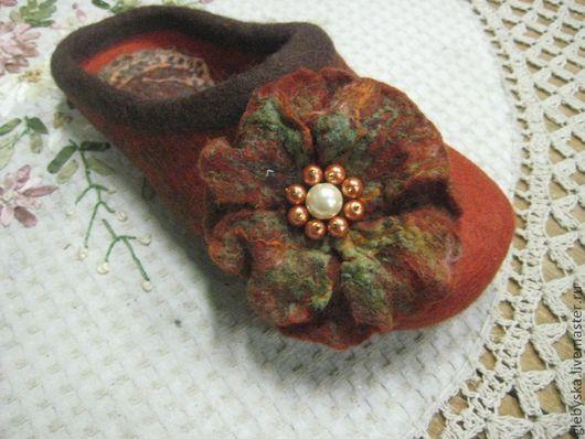 """Обувь ручной работы. Ярмарка Мастеров - ручная работа. Купить Тапочки """"Цветочки"""". Handmade. Оригинальный подарок, фиолетовый, бусины"""