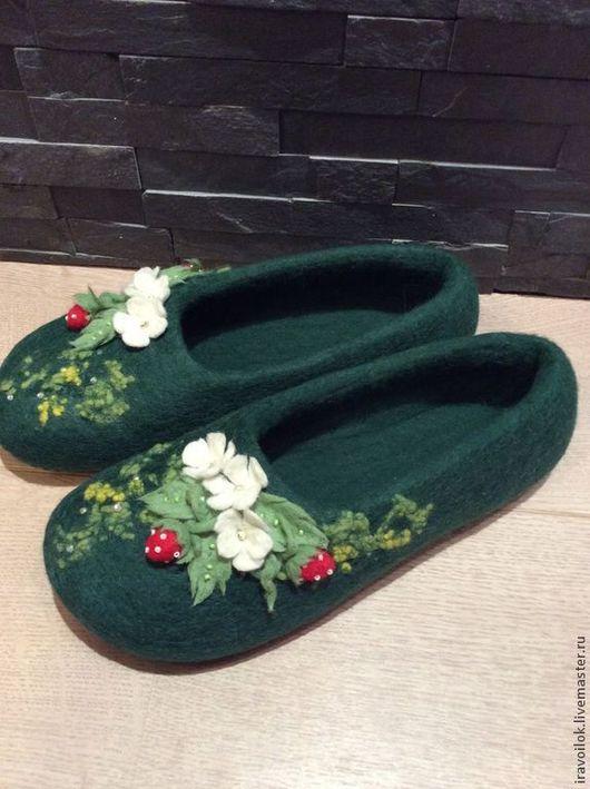 """Обувь ручной работы. Ярмарка Мастеров - ручная работа. Купить Тапочки"""" лесная полянка"""". Handmade. Тёмно-зелёный, тапочки женские"""