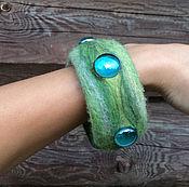 Украшения ручной работы. Ярмарка Мастеров - ручная работа Валяный браслет зелёный меланж. Handmade.