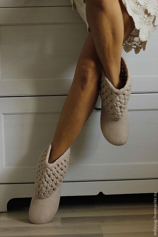 """Обувь ручной работы. Ярмарка Мастеров - ручная работа. Купить """"Ванильное небо - 2"""" валяные сапожки для дома. Handmade. Бежевый"""