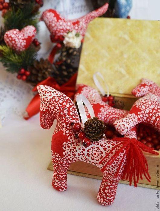 Куклы Тильды ручной работы. Ярмарка Мастеров - ручная работа. Купить Новогодние игрушки (красные). Handmade. Ярко-красный, шишка