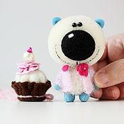 Куклы и игрушки ручной работы. Ярмарка Мастеров - ручная работа Мистер Торт - миниатюрный мишка-подарок!. Handmade.