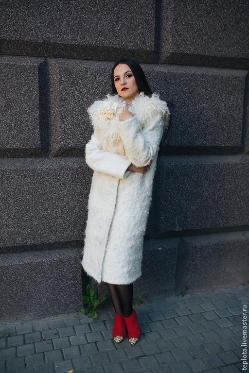 """Верхняя одежда ручной работы. Ярмарка Мастеров - ручная работа. Купить Пальто валяное """"Белая каракульча""""создано в тандеме с Feltmix. Handmade."""