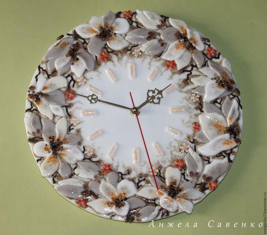 """Часы для дома ручной работы. Ярмарка Мастеров - ручная работа. Купить Часы из стекла """"Расцвела Магнолия"""" - Фьюзинг. Handmade. Белый"""