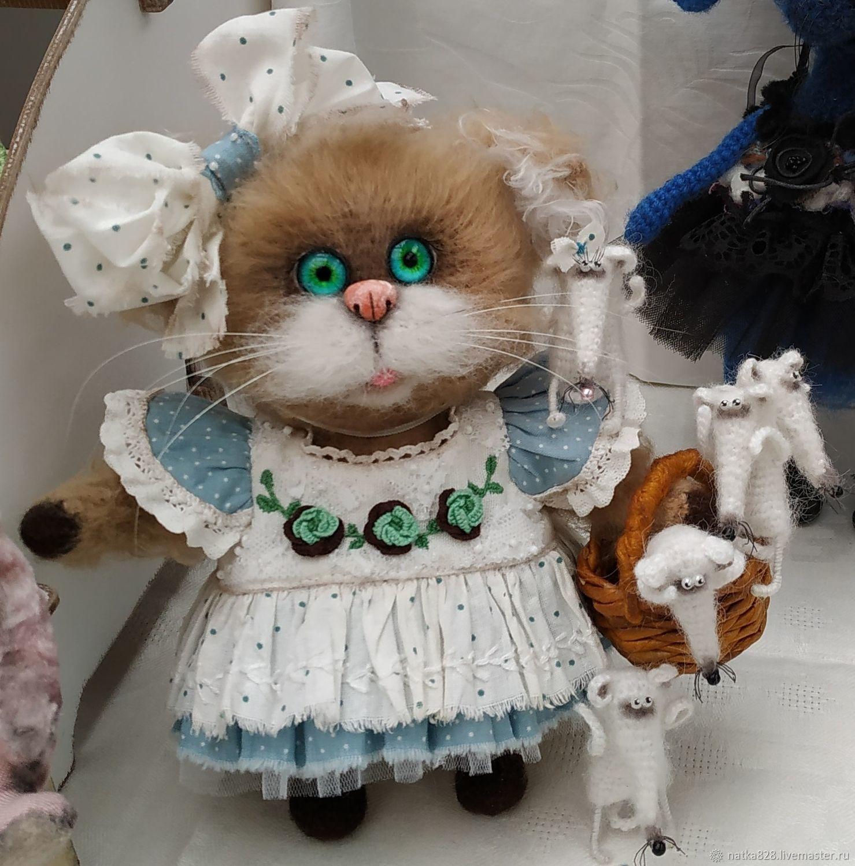 Интерьерные вязаные игрушки Кошка с мышками 18 см, Мягкие игрушки, Красноярск,  Фото №1