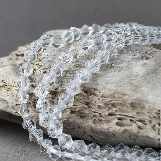 Бусины граненые биконус, из стекла 4х4 мм, лотом по 20 бусин, граненые хрустальные биконусы Бусины стеклянные, граненые, формы биконус, размером 5 мм на 5 мм  Хрустальные бусинки имеют прозрачный цвет