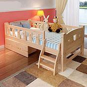 Кровати ручной работы. Ярмарка Мастеров - ручная работа Детская кровать со съемными бортиками Мишутка из массива. Handmade.