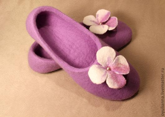 """Обувь ручной работы. Ярмарка Мастеров - ручная работа. Купить Тапочки из войлока """"Предчувствие весны"""". Handmade. Сиреневый, тапочки валяные"""