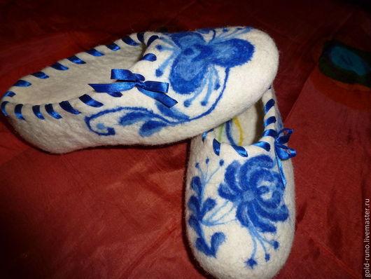 """Обувь ручной работы. Ярмарка Мастеров - ручная работа. Купить Тапочки из шерсти """"Домашние"""" ГЖЕЛЬ. Handmade. Валяные тапочки"""