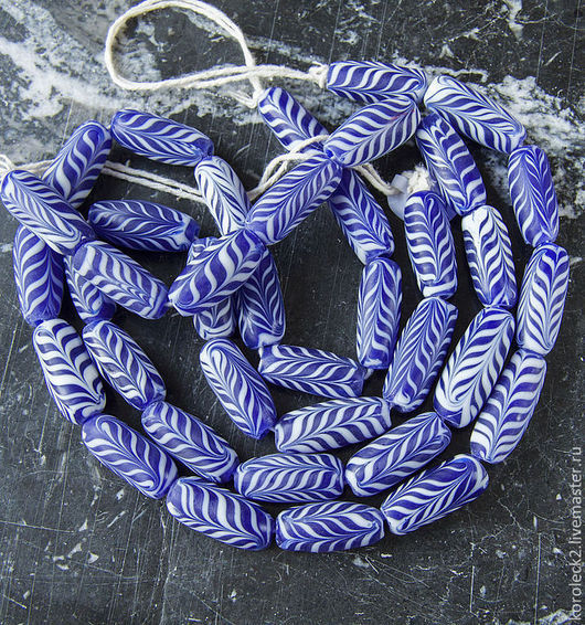 Для украшений ручной работы. Ярмарка Мастеров - ручная работа. Купить Синие с белым орнаментом овальные стеклянные бусины. Handmade.