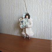 Подарки к праздникам ручной работы. Ярмарка Мастеров - ручная работа Девочка с куклой. Ватные елочные игрушки. Handmade.