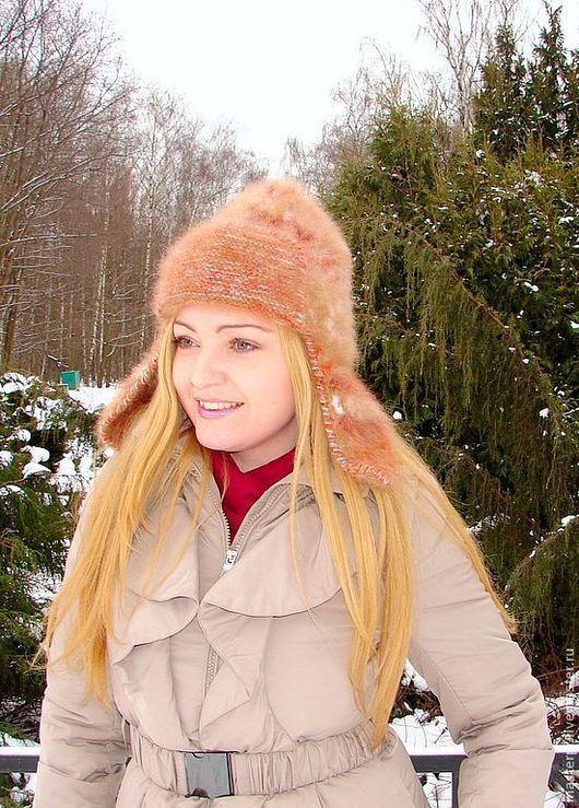 шапка вязанная «Золотая Фея»\r\nшапка связана из «живой нитки» \r\nшапка женская размер 56-60\r\nпряжа «Пушистый Спасатель» из пуха сенбернара
