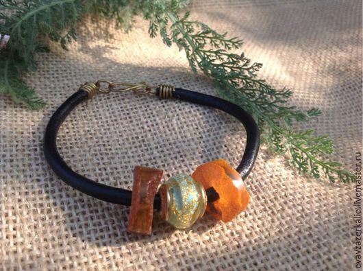 Браслеты ручной работы. Ярмарка Мастеров - ручная работа. Купить Браслет с янтарем и бусиной муранского стекла на кожаном шнуре. Handmade.