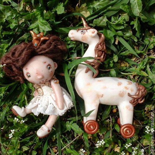 Миниатюрная кукла Принцесса и Единорог. Аленины куклы. Аленины Пуговки.Сказочный персонаж. Из полимерной глины. Авторская кукла.