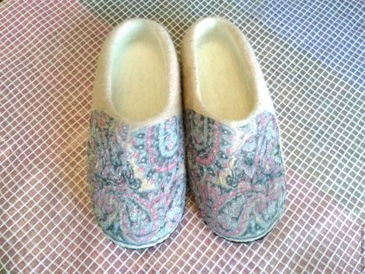 Обувь ручной работы. Ярмарка Мастеров - ручная работа. Купить Валяные тапочки.. Handmade. Бежевый, домашняя обувь