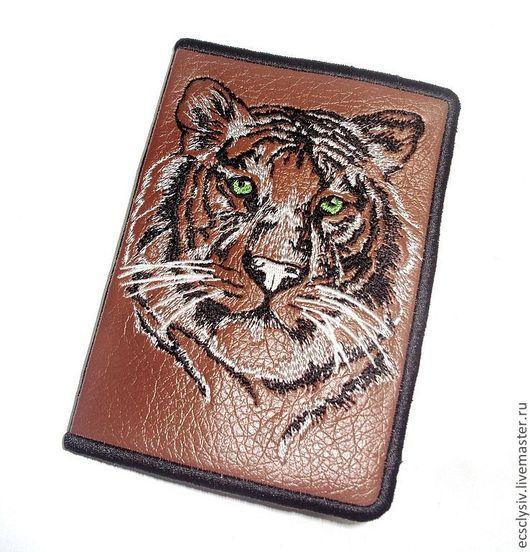 """Обложки ручной работы. Ярмарка Мастеров - ручная работа. Купить Обложка для паспорта """" Тигр"""". Handmade. Обложка, обложка для документов"""