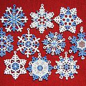 Подарки к праздникам ручной работы. Ярмарка Мастеров - ручная работа Снежинки кружевные бело-голубые. Handmade.