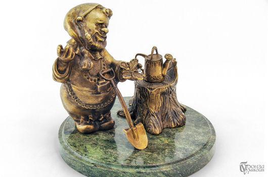 Статуэтки ручной работы. Ярмарка Мастеров - ручная работа. Купить Гном-садовник. Handmade. Гном, гномики, символ, статуэтка