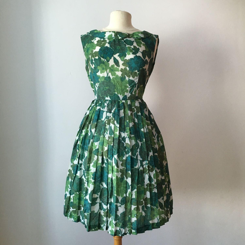 Продаю винтажные платья