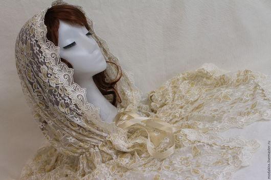 Кружевной платок на голову. Идеально подойдет на крестины, для венчания. Ходить в церковь. Кружево нежного цвета айвори с белым и золотом.