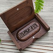 Сувениры и подарки handmade. Livemaster - original item 32 GB USB flash drive with engraving in a wooden box Family archive. Handmade.