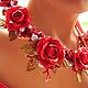Пышная праздничная диадема-тиара с роскошными алыми розами из полимерной глины FIMO. Диадема с красными розами из полимерной глины FIMO и белым жемчугом. Роскошная диадема в цветочном фантазийном стил