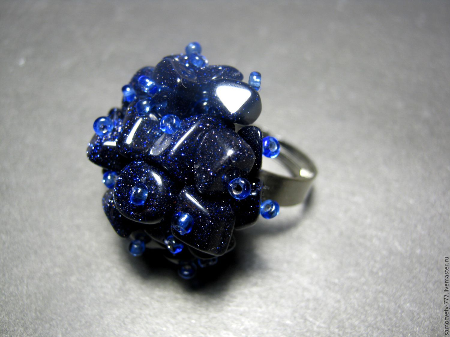 Ring with natural stone\