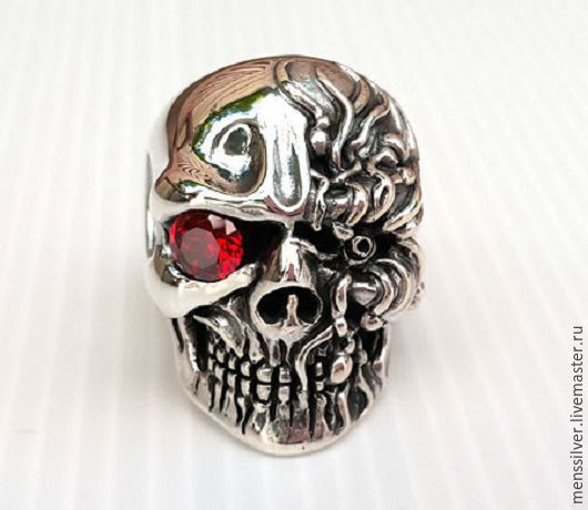 Шикарный тяжелый мужской перстень `Киборг` из серебра 925 пробы с гранатом