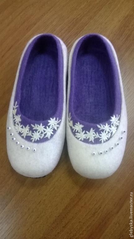 """Обувь ручной работы. Ярмарка Мастеров - ручная работа. Купить Тапочки """"Новогодние"""". Handmade. Белый, подарок на новый год 2015, термоаппликация"""