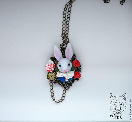 Кулоны, подвески ручной работы. Ярмарка Мастеров - ручная работа. Купить Белый кролик Алиса в стране чудес. Handmade. Белый