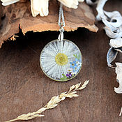 Украшения handmade. Livemaster - original item Pendant with chamomile and forget-me-nots. The pendant is made of resin with real flowers. Handmade.