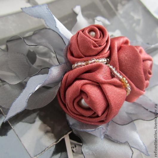 Заколки ручной работы. Ярмарка Мастеров - ручная работа. Купить Резиночка для волос с розами из ткани. Handmade. Коралловый, цветок из ткани