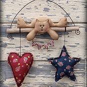 Подарки к праздникам ручной работы. Ярмарка Мастеров - ручная работа Котик с поздравлением. Винтажная. Интерьерная игрушка. Handmade.