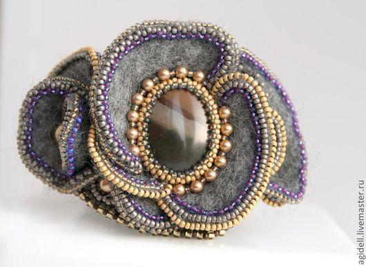 Комплекты украшений ручной работы. Ярмарка Мастеров - ручная работа. Купить Серо-золотистый комплект браслет + брошь. Handmade.