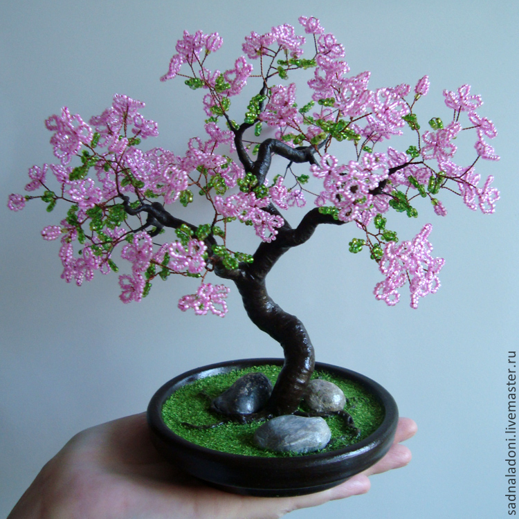 Сакура цветущая из бисера фото