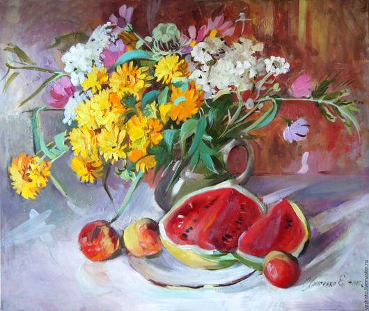 Картина маслом с цветами. Картина изображает букет летних ярко- жёлтых цветов, разрезанный сочный арбуз, персики. Написанная в сочных ярких золотистых красках, он получил название `Солнечный`.