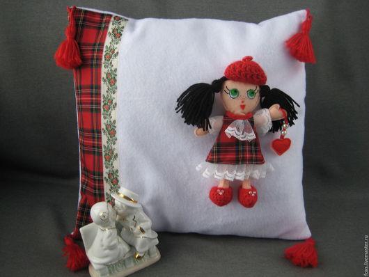 Текстиль, ковры ручной работы. Ярмарка Мастеров - ручная работа. Купить декоративная подушка со съёмной куклой Милочкой. Handmade.