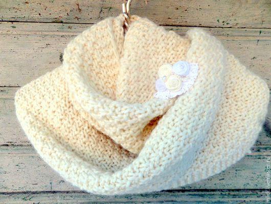 шарф, зима , весна, осень, зимние аксессуары, шарф вязаный, зимняя мода, подарок, женский шарф, белый шарф с брошью, теплый шерстяной шарф, вязаный зимний шарф