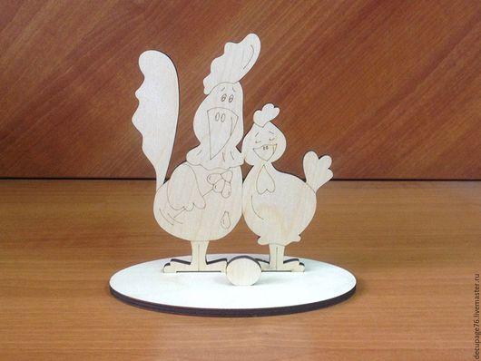Статуэтка `Петушок с курочкой`` (продается в разобранном виде) Габарит: 15х10х18 см Размер сатуэки - 15х18 см Размер подставки - 15х10 см Материал: фанера 6 мм