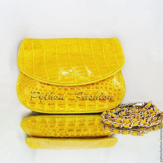 Авторский женский клатч из крокодила на цепочке. Вечерний клатч из крокодиловой кожи. Модный женский кожаный клатч ручной работы на заказ. Бохо стиль. Яркий желтый клатч из кожи крокодила в подарок.