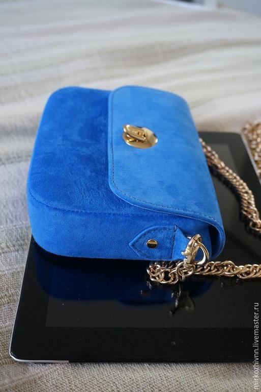 """Женские сумки ручной работы. Ярмарка Мастеров - ручная работа. Купить Сумочка """"Голубая волна""""  через плечо,на цепочке, сумка замшевая, клатч. Handmade."""