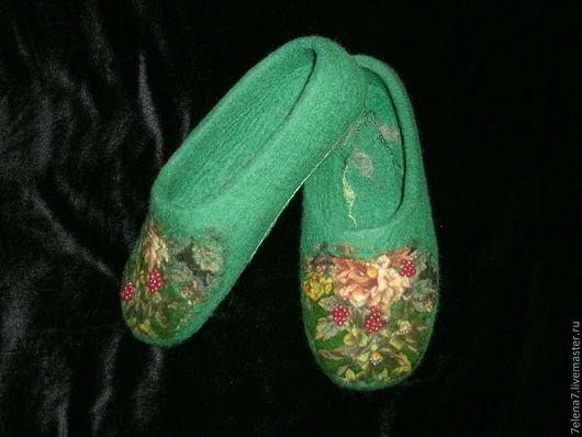 """Обувь ручной работы. Ярмарка Мастеров - ручная работа. Купить Валяные женские тапочки """"Ягодные"""". Handmade. Зеленый, войлочные тапочки"""