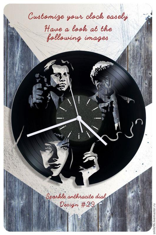 """Часы для дома ручной работы. Ярмарка Мастеров - ручная работа. Купить Часы из пластинки """"Криминальное чтиво"""". Handmade. Комбинированный"""