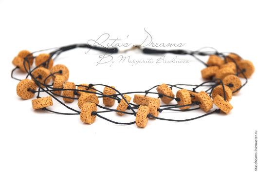 Многорядные бусы из бусин вулканической лавы цвета горчицы на черном вощеном шнуре - легкое лаконичное украшение на каждый день.