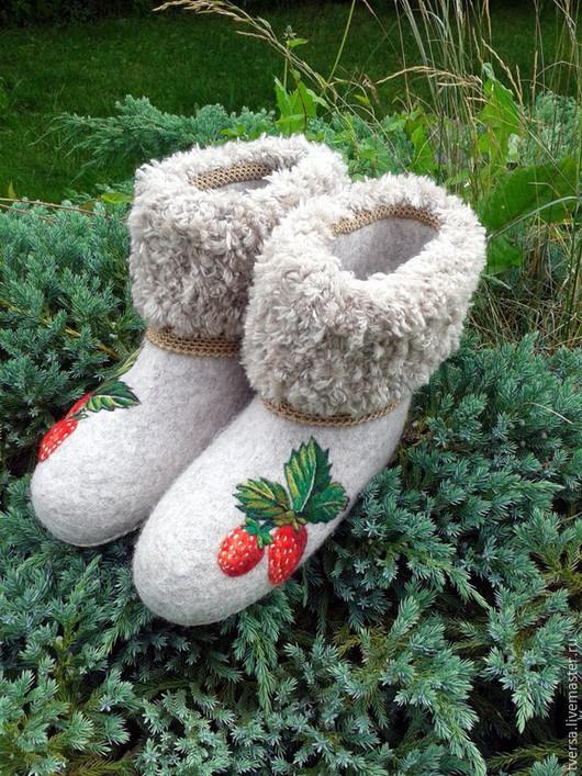 Обувь ручной работы. Ярмарка Мастеров - ручная работа. Купить валенки домашние ЯГОДКИ .. Handmade. Валяная обувь, чуни валяные