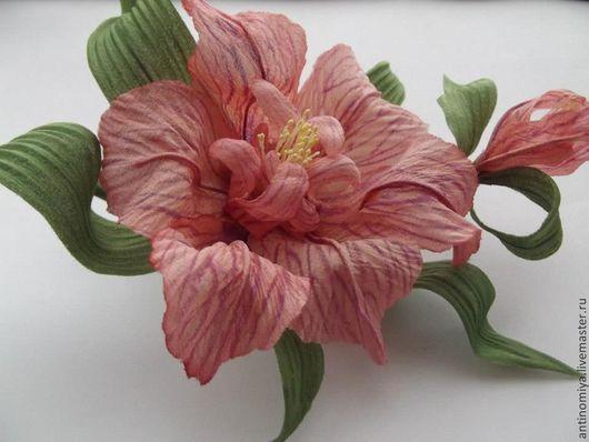 """Броши ручной работы. Ярмарка Мастеров - ручная работа. Купить Цветы из шелка. Заколка """"Catherine"""". Handmade. Коралловый, цветы из шелка"""